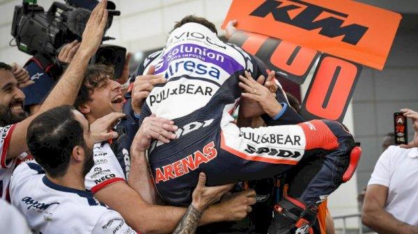 Stoner to Arenas: a Gigantic Prix ton-up for KTM