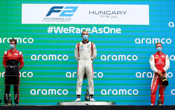 F2 – Ghiotto wins for the principle time in 2020, before reverse polesitter Ilott