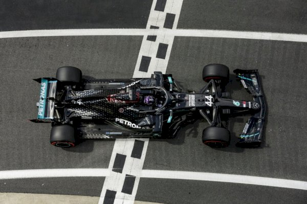 F1 – Hamilton powers to pole space at Silverstone with devastating show of speed