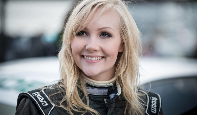 The Finnish driver Emma Kimilainen was asked to pose topples in exchange for the contract