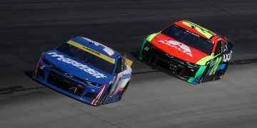 kyle-larson-dominates-autotrader-500,-first-to-clinch-championship-round-space